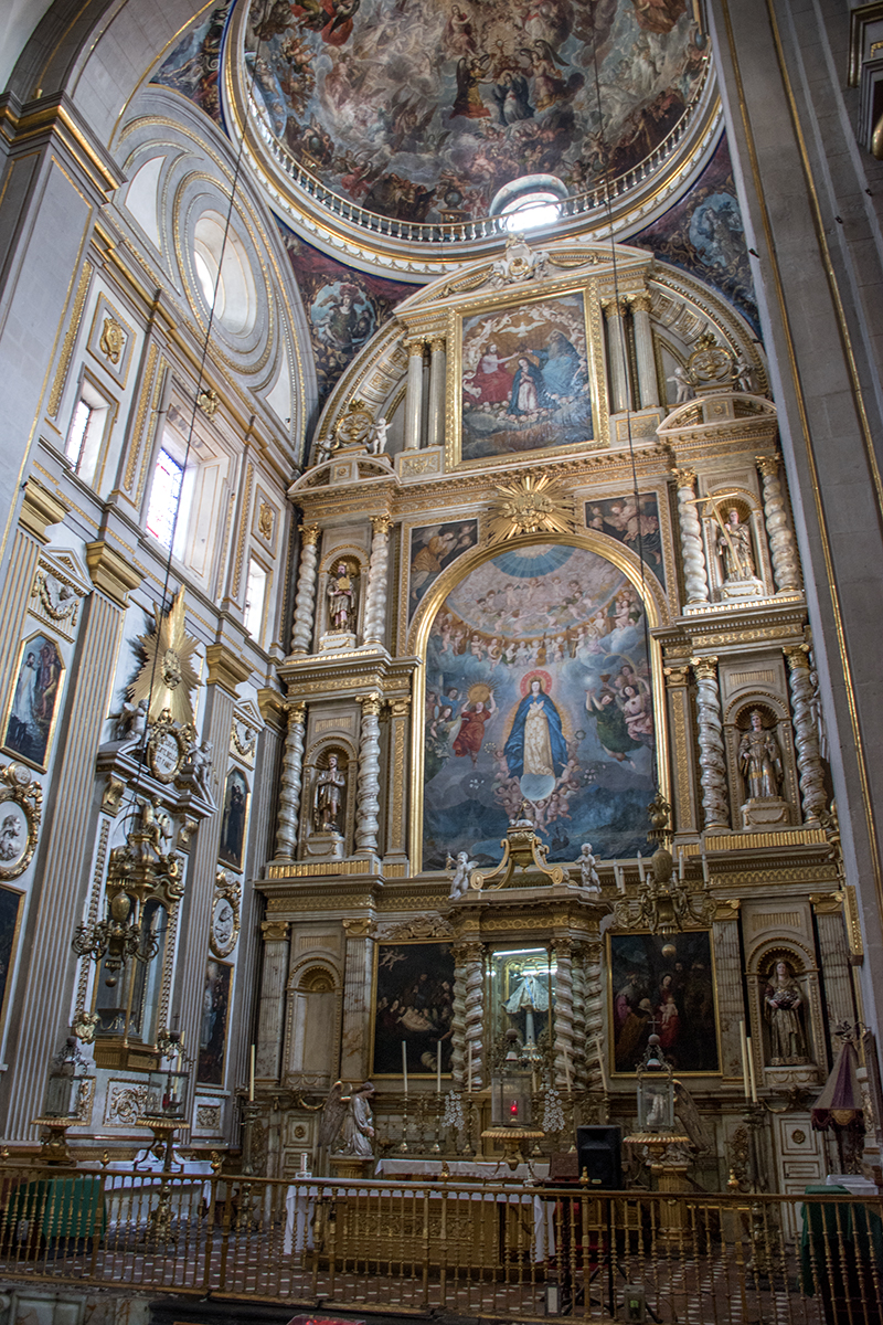 The altar of the Cathedral in Puebla.