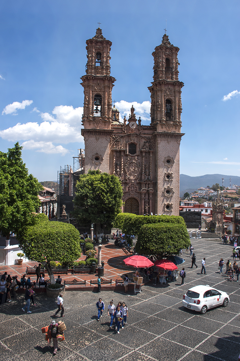 The zócalo and Santa Prisa Church.